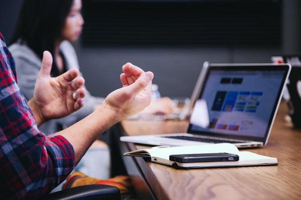 discutii interne online, comunicare online agenti imobiliari