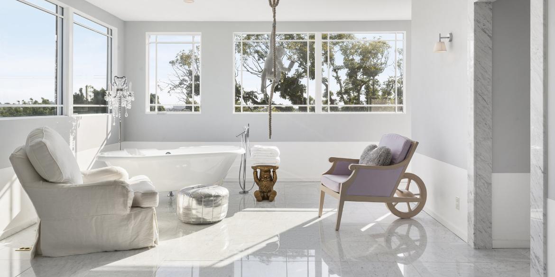 Sneak-peek în casele a patru superstaruri ale designului de obiect