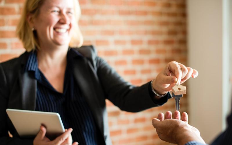 Tranzacții imobiliare prin agenție imobiliară sau direct de la proprietar